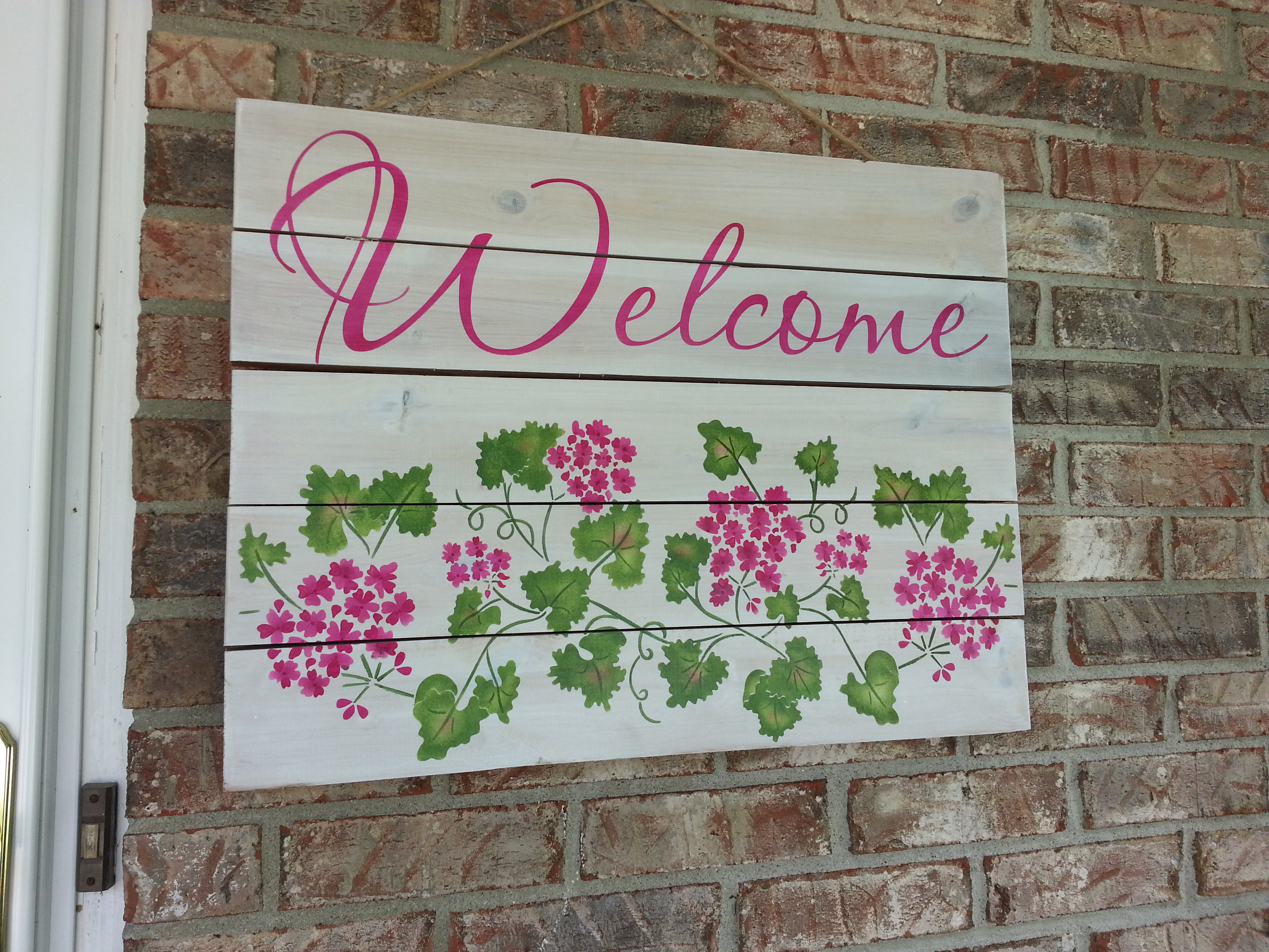 Create a geranium flower diy welcome sign for Diy welcome home decorations